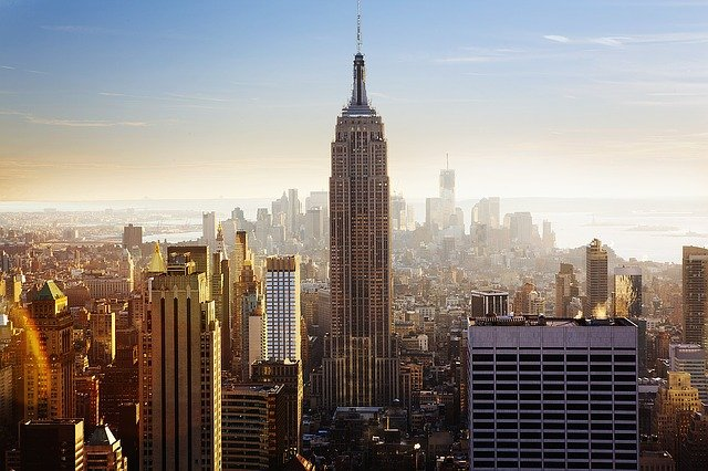 L'Empire State Building ha compiuto 90 anni.